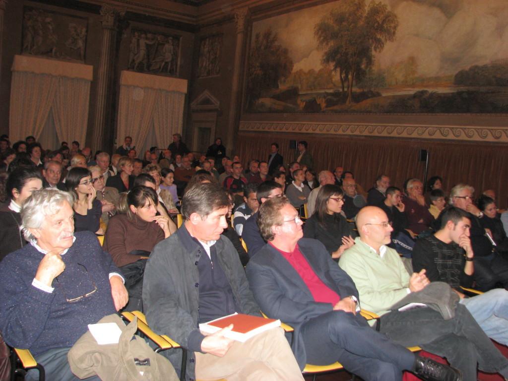 La sala dei paesaggi di Cinisello Balsamo, presso la Villa ghirlanda, stracolma durante la presentazione