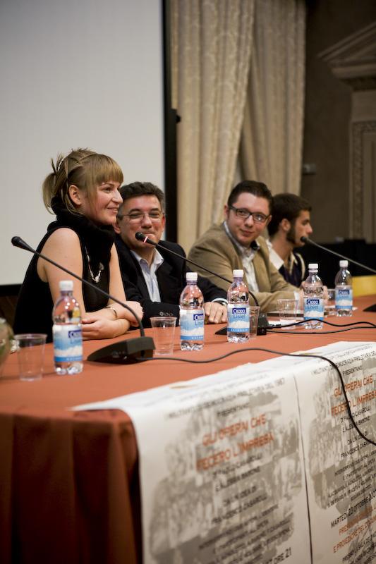 Al microfono durante la presentazione la co-autrice Alessia Barone